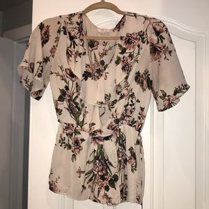 Sienna sky floral top size small